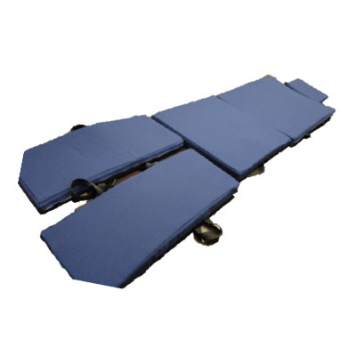 施術ベッドに沿った蒸れにくい専用マット