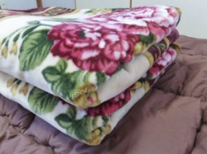 毛布の使い方 毛布はどこに掛けるのが正解?