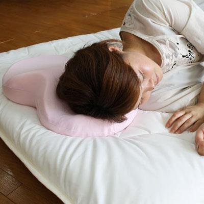 横向け寝を促すいびき対策枕